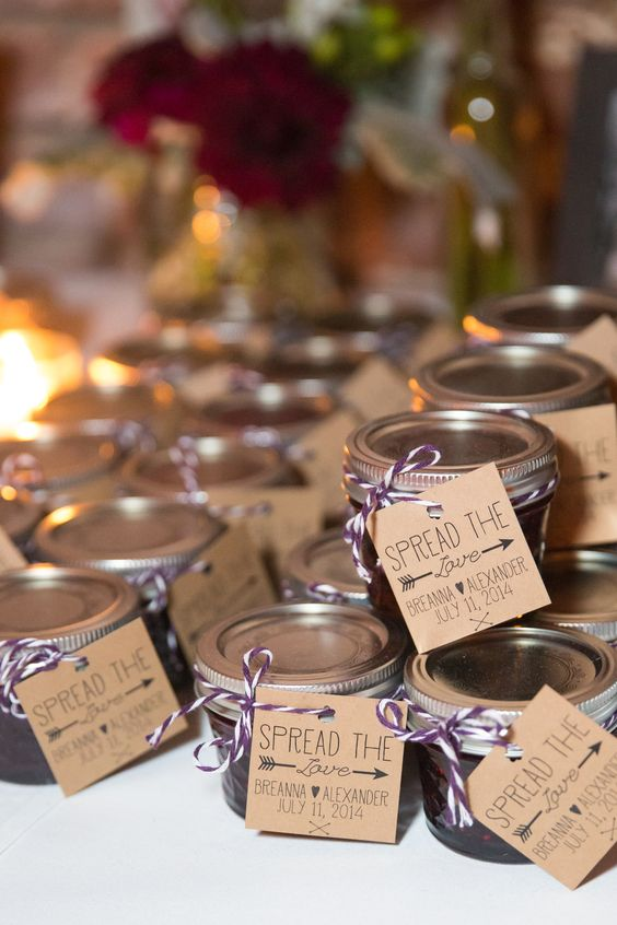 2e884483148 10 Wedding Favors Your Guests Will Actually Love